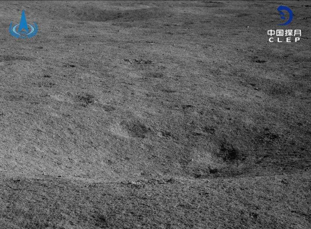 """嫦娥四号""""玉兔二号""""醒来工作,探索月球撞击坑"""