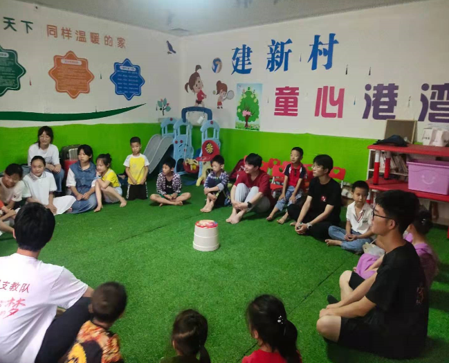 大学生志愿者到大英县天保镇建新村开展暑期支教活动