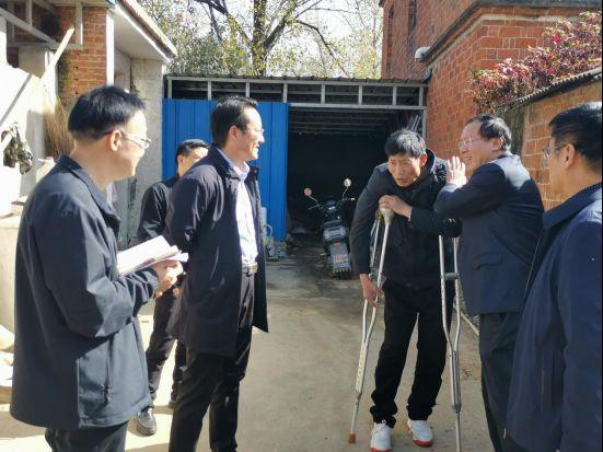 唐河县县委书记周天龙深入上屯镇常湾村走访困难群众