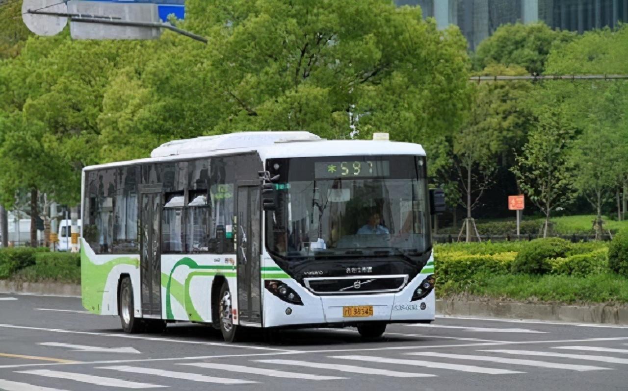 大二男生从上海坐公交到北京,6天1291站花381元
