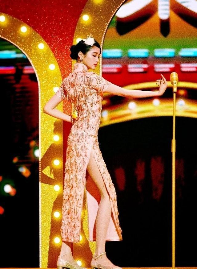 d8c67c51962b4595914730d3df5a9643?from=pc - 穿上旗袍的女明星们究竟有多撩?身材好不好一看便知
