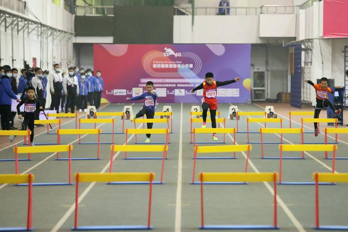 第四届陕西田径公开赛火热开赛,参赛年龄最小的2岁半,最年长者已近耄耋