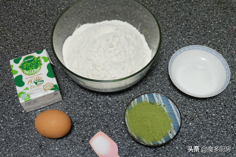 把抹茶粉放进面粉里,烤一盘软软的绿色面包,营养健康好吃 美食做法 第3张