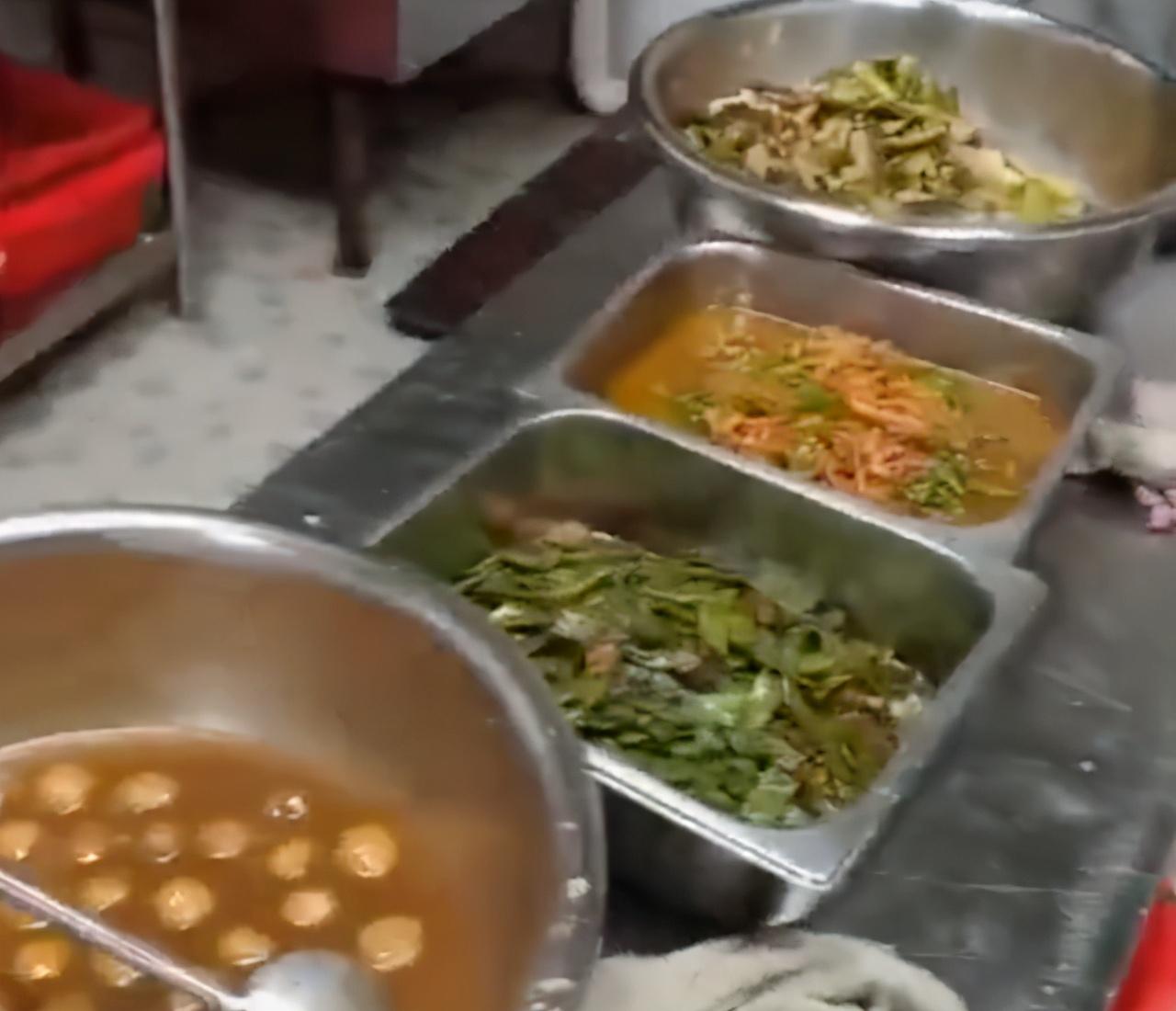 勒令整顿?食堂藏起热菜只加咸菜,学校终于回复,网友很生气