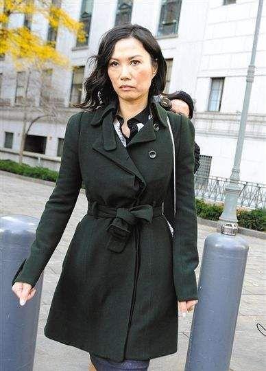 邓文迪打扮普通,脸上皱纹也多,没几人敢像她这么真实自信