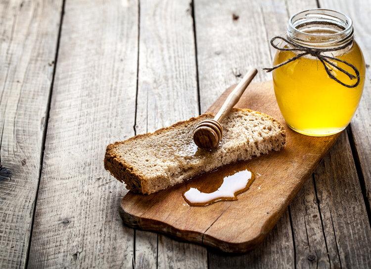 10年吃了一百多斤蜂皇浆,男子查出乳腺癌,蜂王浆还能吃吗?