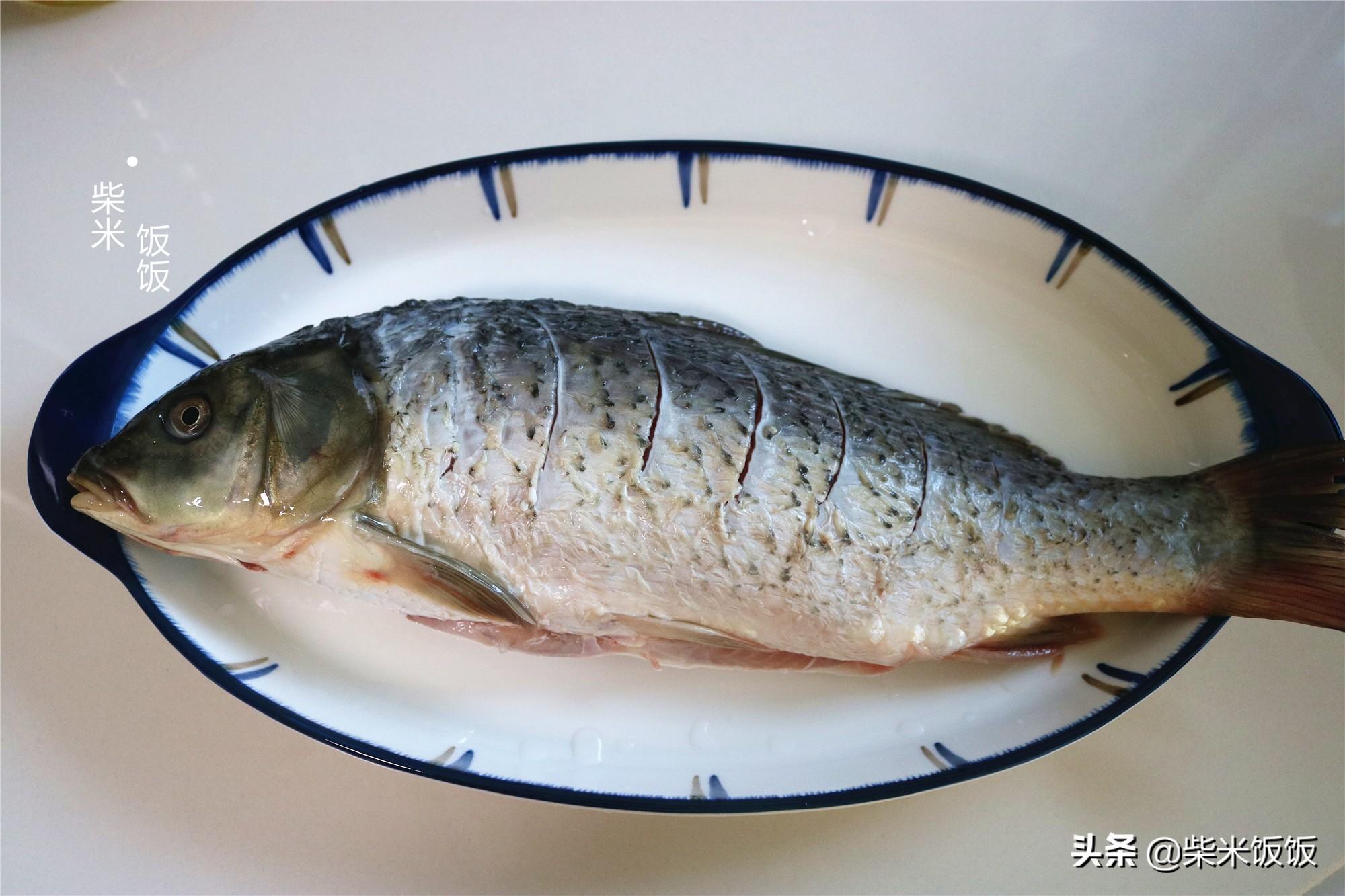 鲤鱼这样做,鱼肉咸鲜入味,一点也不腥,好吃得连汤也不剩