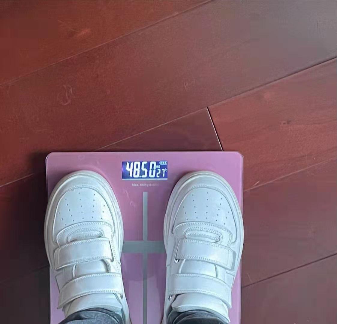 大嫂徐冬冬晒减肥照,体重97斤瘦了好多,身材丰盈真叫人嫉妒