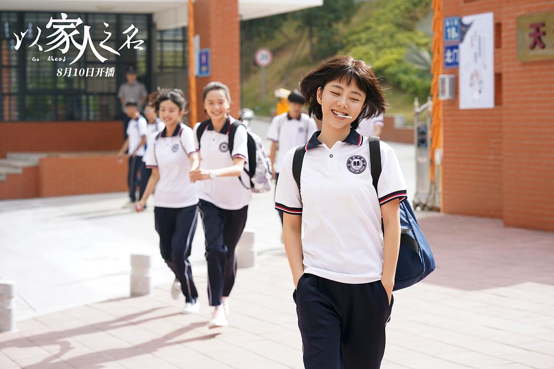 少女感与年龄无关,中年女性示范搭配,从发型到穿衣营造活力元气
