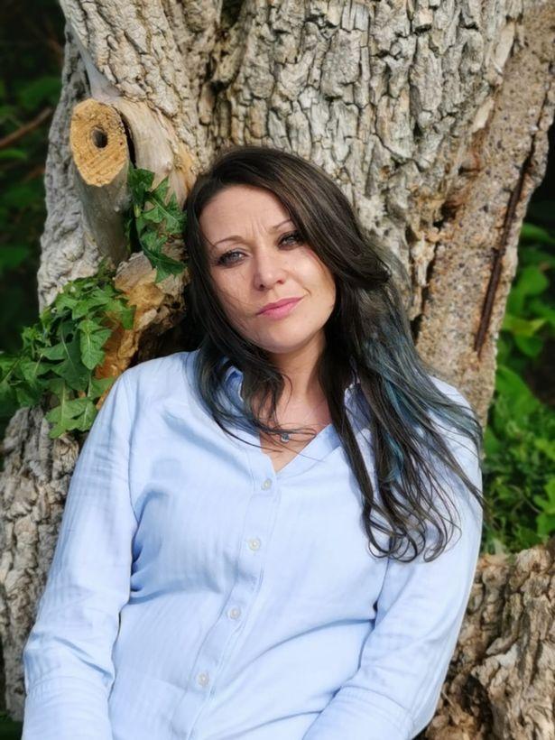 奇!英女子被一棵树吸引无法自拔,下嫁一年感情更深:不打算离婚