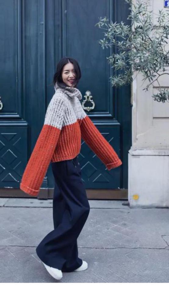 """天气转凉,""""毛衣+阔腿裤""""的搭配温柔还保暖,入秋就得这么穿"""