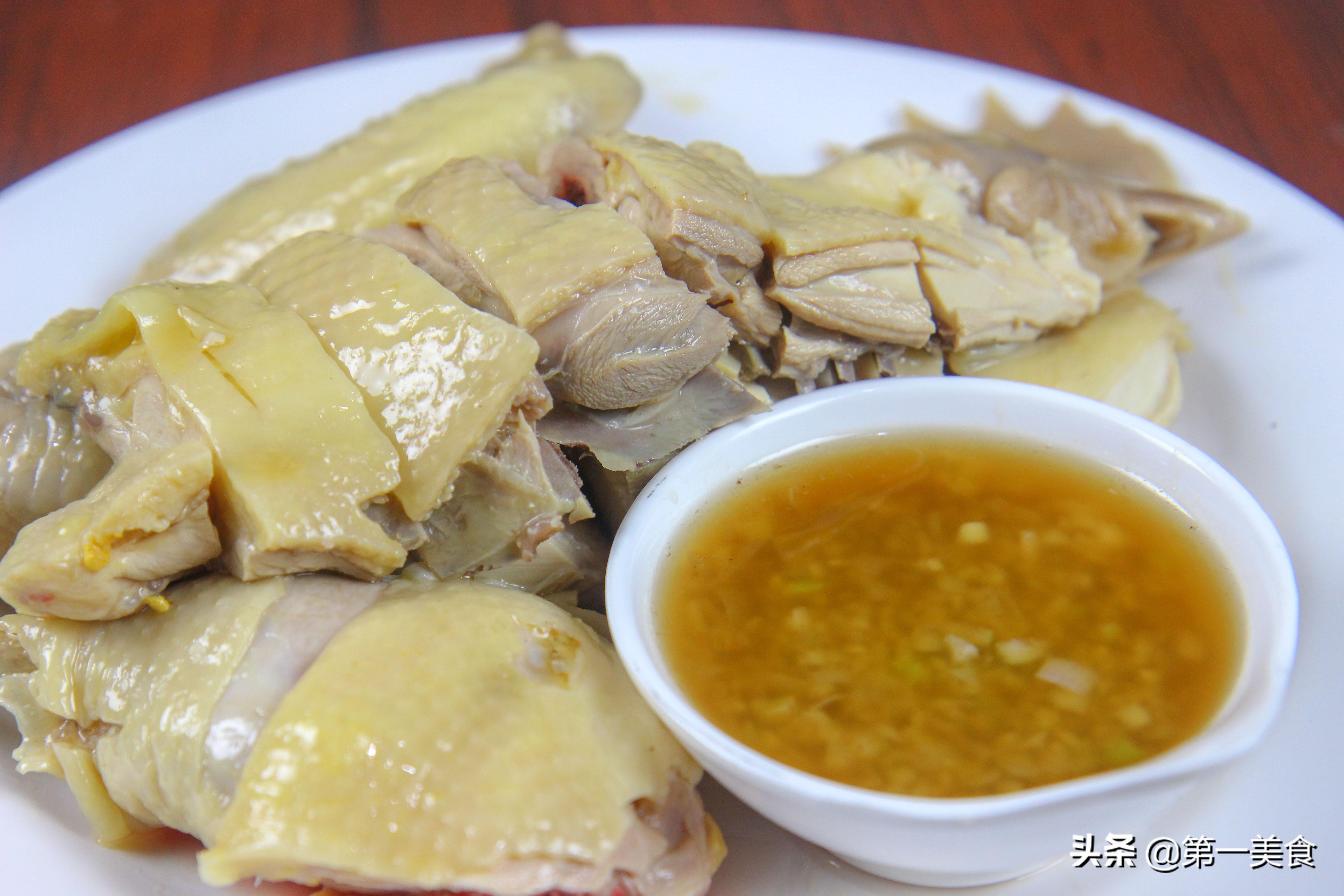 白斩鸡做法 鸡肉鲜香美味 原汁原味 看着就流口水