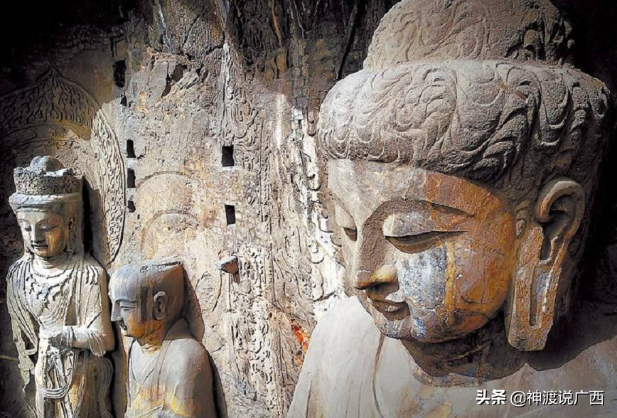 洛阳龙门石窟佛像被游客摸出包浆,为什么游客都要摸一摸石像?