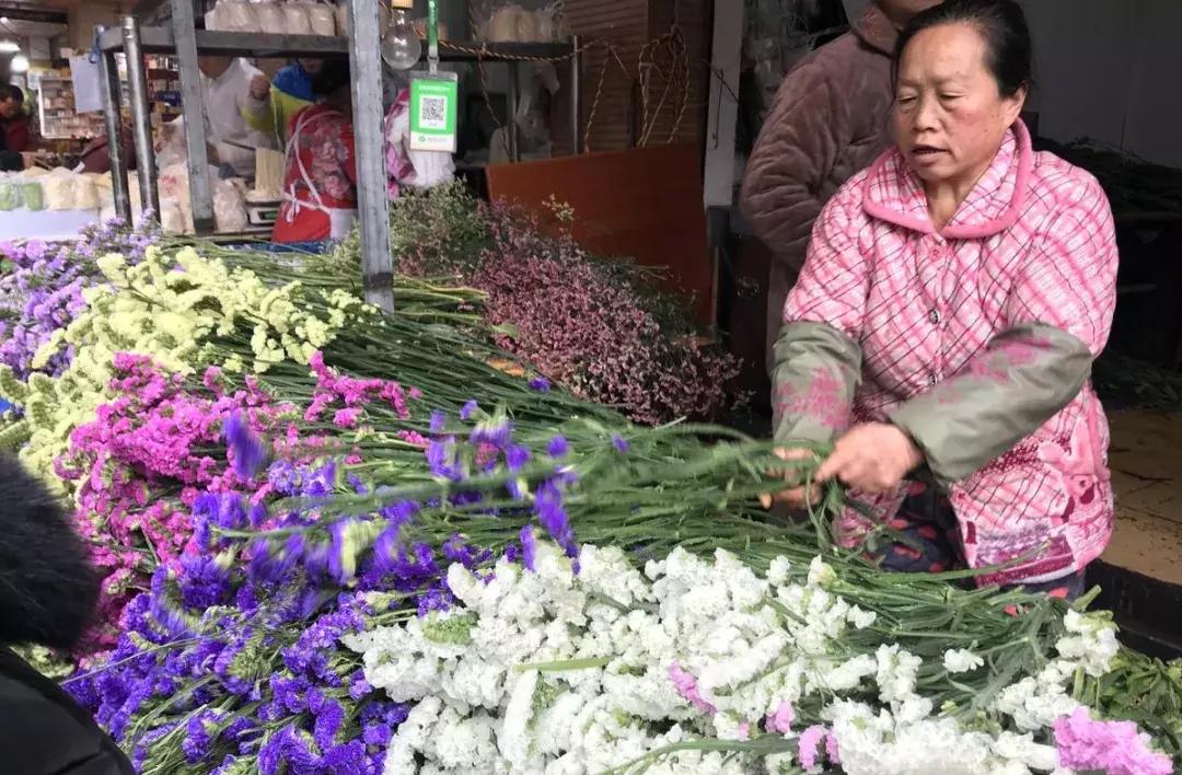 贵阳菜场,鲜花论斤卖