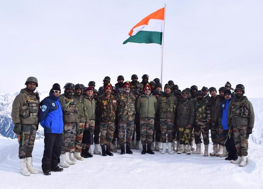 突发!印度军队前线哨所遇雪崩,一声巨响后执勤士兵全被活埋