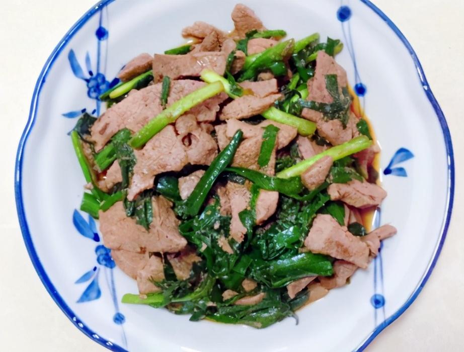 """春天的""""菜王"""",又鲜又嫩还润肠,搭配猪肝炒一盘,清爽不腻 美食做法 第6张"""