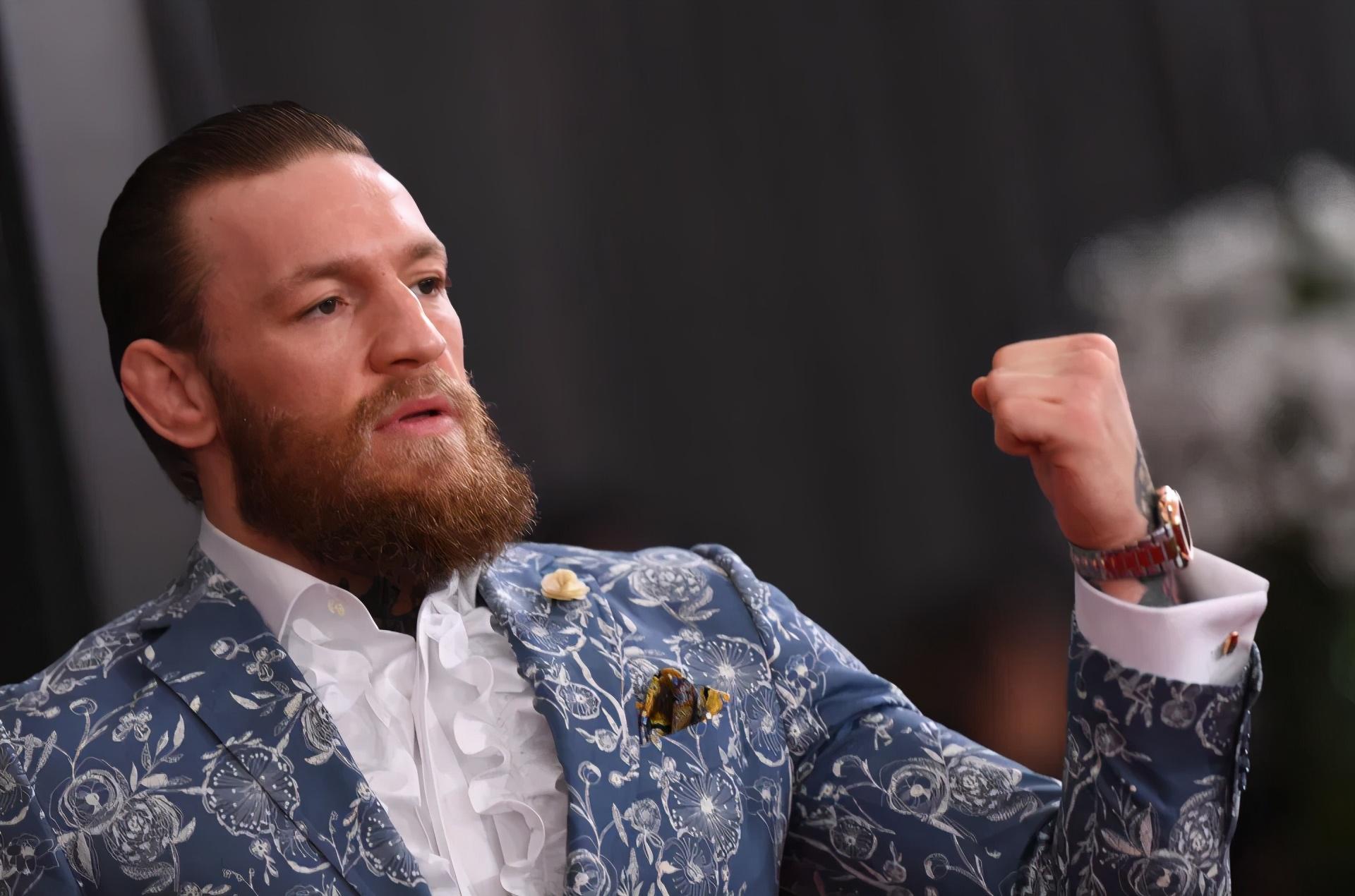 UFC世界排名成儿戏!嘴炮退役排名反上升,为二战小鹰做铺垫?