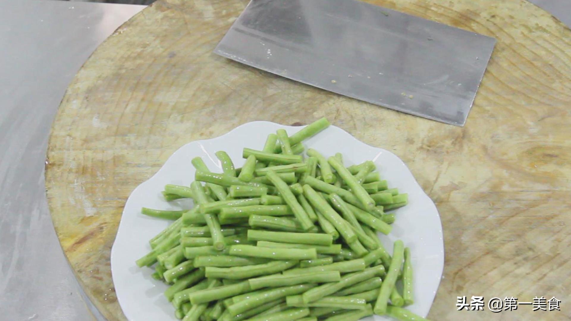 干煸豆角的家常做法,一招学会,在家轻松就能搞定 美食做法 第2张