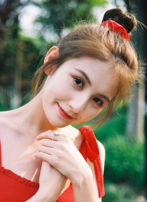 王思聪16岁时才知道家里有钱,交往女友无数,近日甜仇发文单身