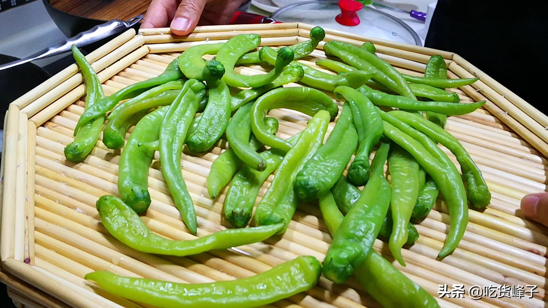 把辣椒放锅里煮一煮,没想到这么好吃,我家3天2头吃,香辣下饭 美食做法 第6张