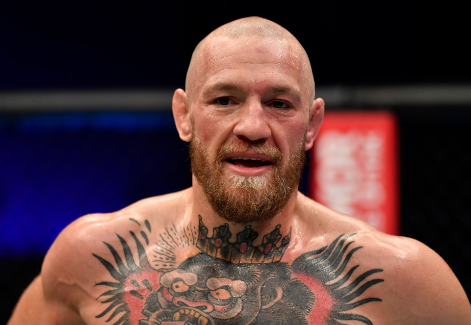 嘴炮因伤被UFC禁赛半年,商业价值缩水,梅威瑟帕奎奥不再理他