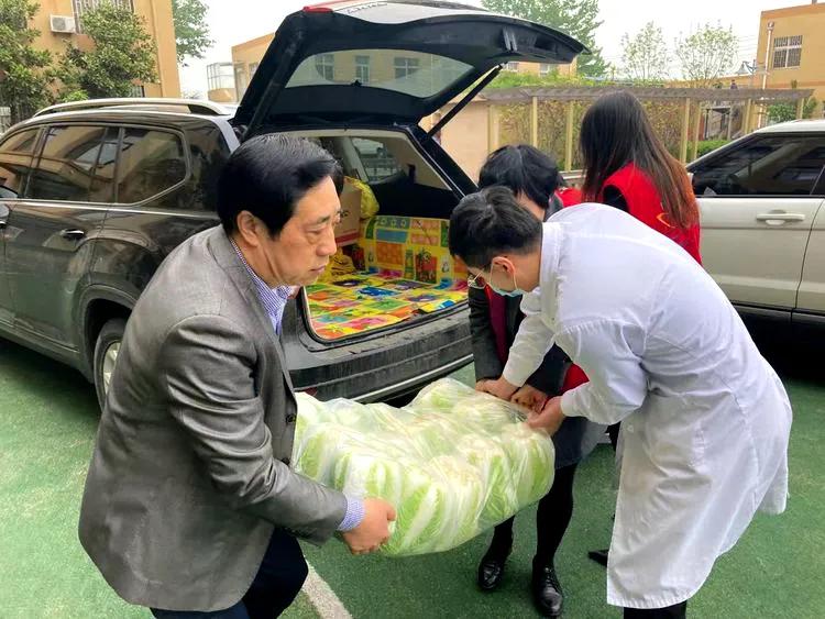 """莲心公益""""四月敬老爱心蔬菜""""送出首批3000斤"""