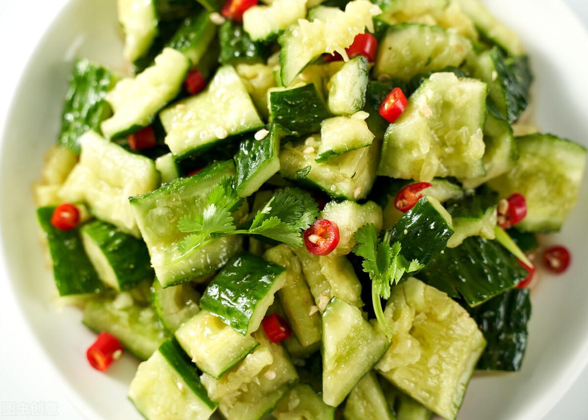 凉拌黄瓜时,不要直接用盐腌,牢记3个技巧,黄瓜脆爽又好吃 美食做法 第3张