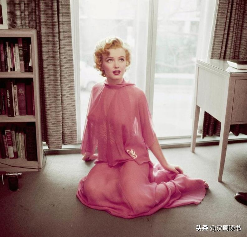 超預期的21張上色老照片:穿粉紅色連衣裙的瑪麗蓮·夢露