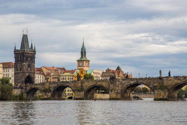 靈動的布拉格(2):卡夫卡的查理大橋