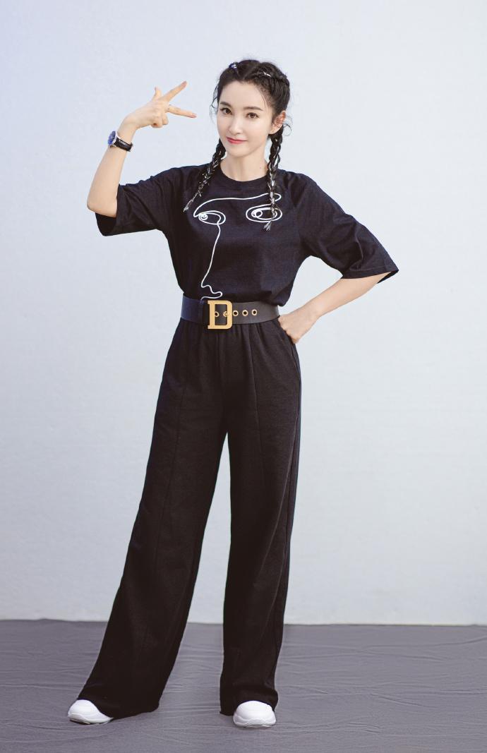 中年女士这么穿,不装嫩不老气,李冰冰伊能静陈松伶穿得都显年轻