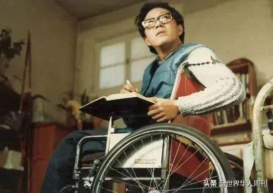 """在轮椅上度过了38年的史铁生,为什么被称作""""时代的巨人""""?"""