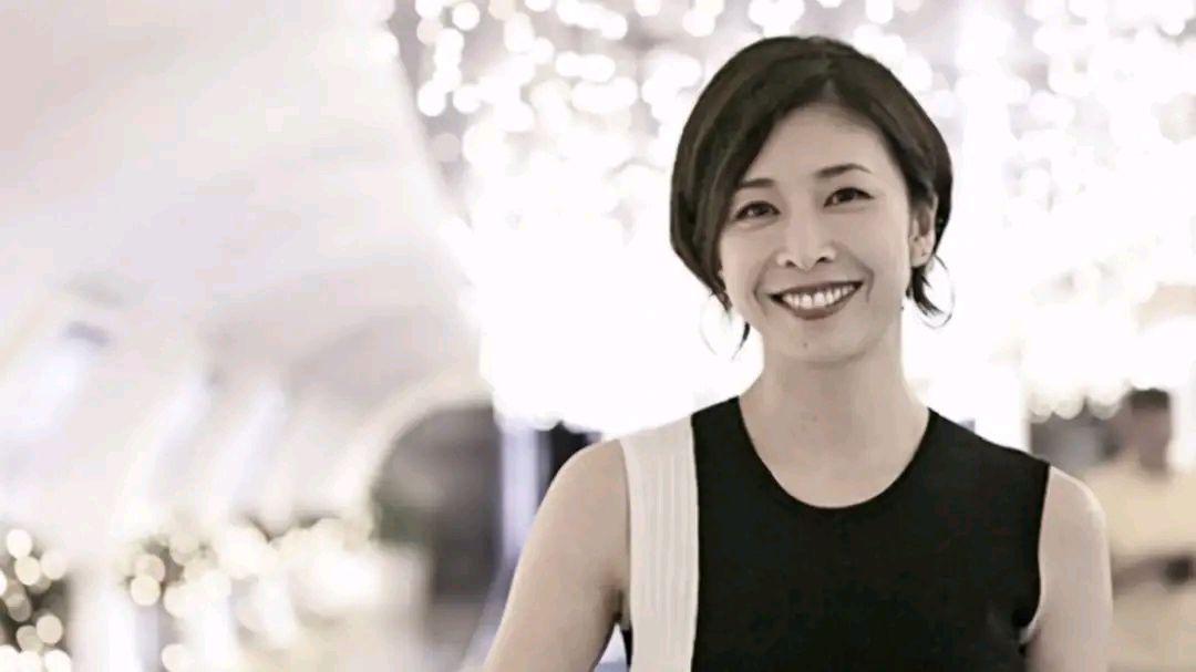 日本《午夜凶铃》女星衣柜上吊?富二代丈夫很爱她,为啥想不开?