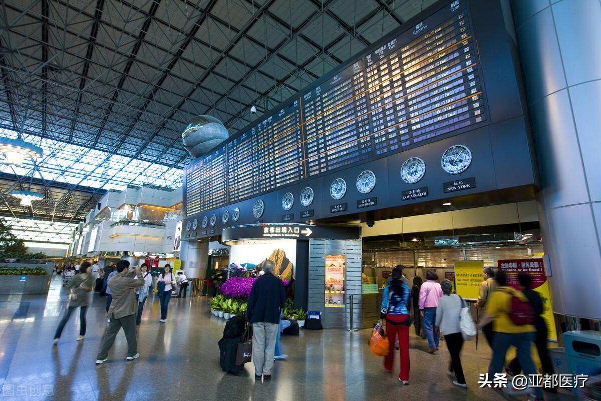 车站、机场、高速路上长时间滞留伊犁旅客:有超市部分货架空了
