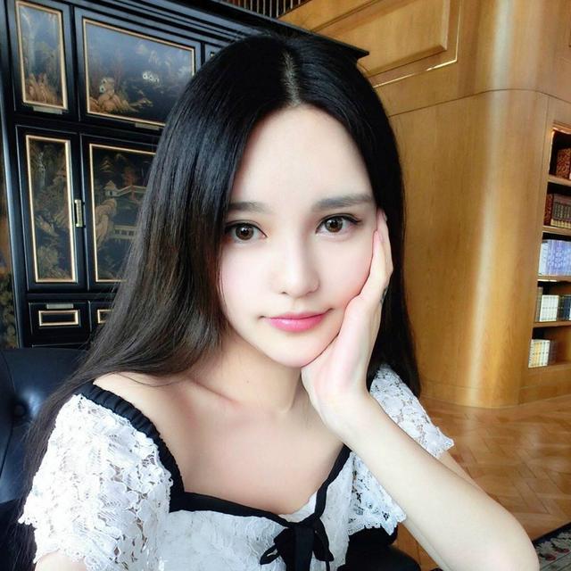 "周扬青资料:周扬青,1988年降生于北京,被称为""小Angelababy"",太美了。"