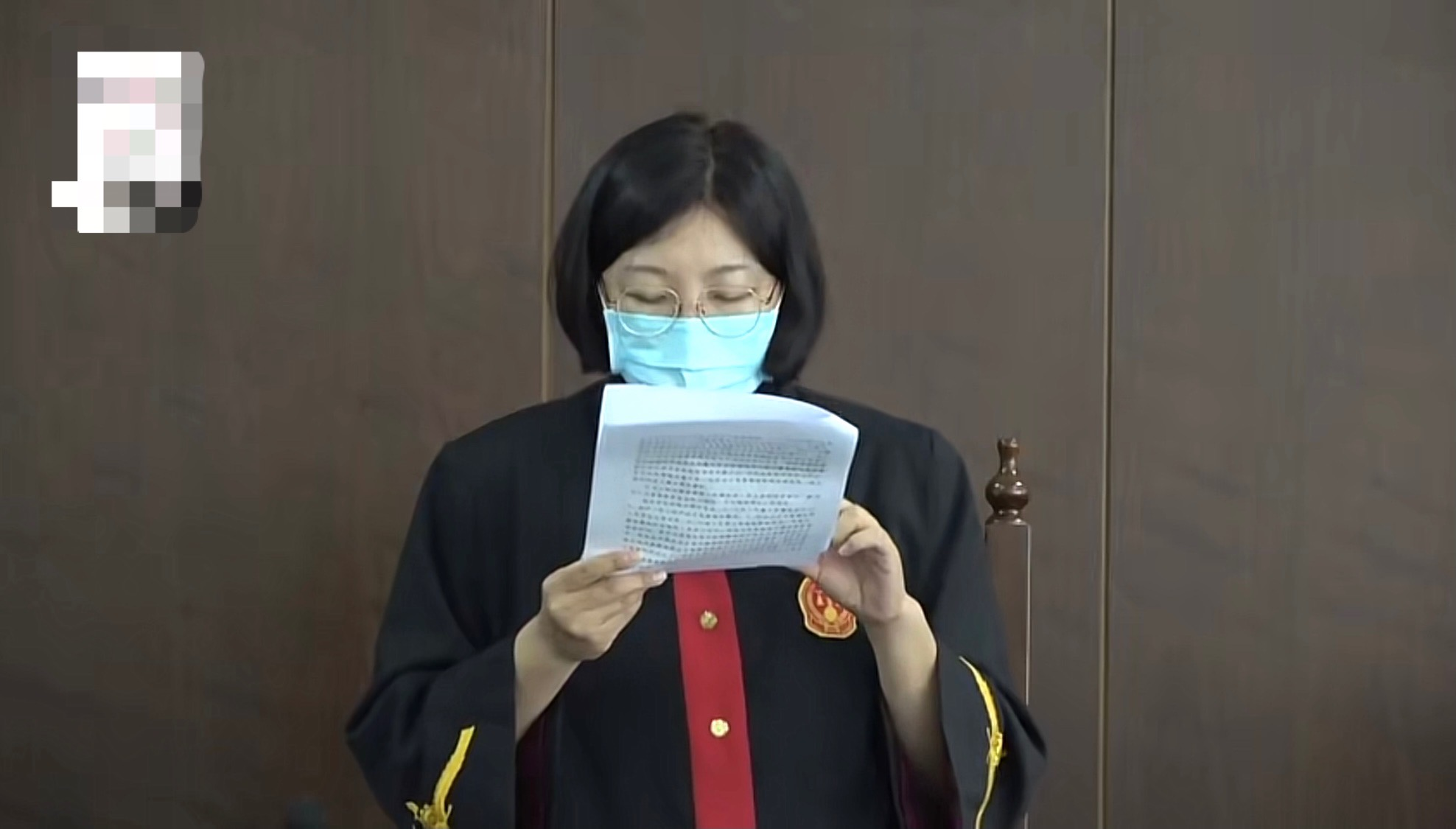 北京女子试戴21万名表将表盘摔坏,拒绝赔偿后店员报警,法院判赔1.78万