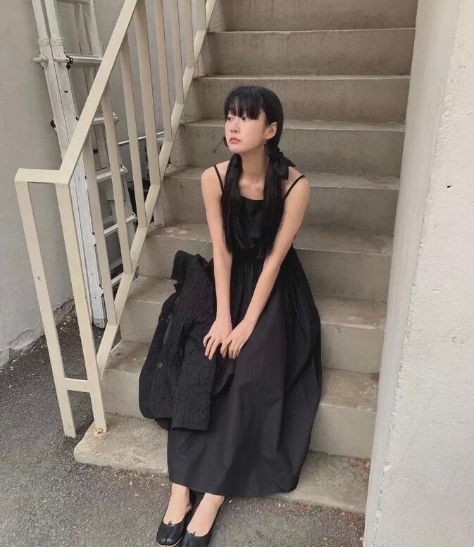 惊艳的单眼皮ins时尚博主 以黑白色系为主简洁穿搭