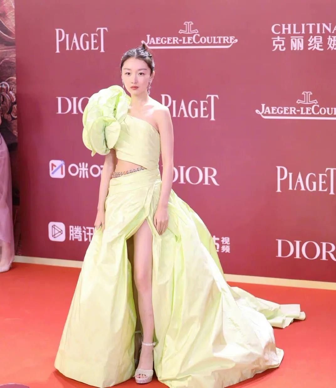 第24届上海电影节明星的红毯走秀同场比拼,谁最风光无限
