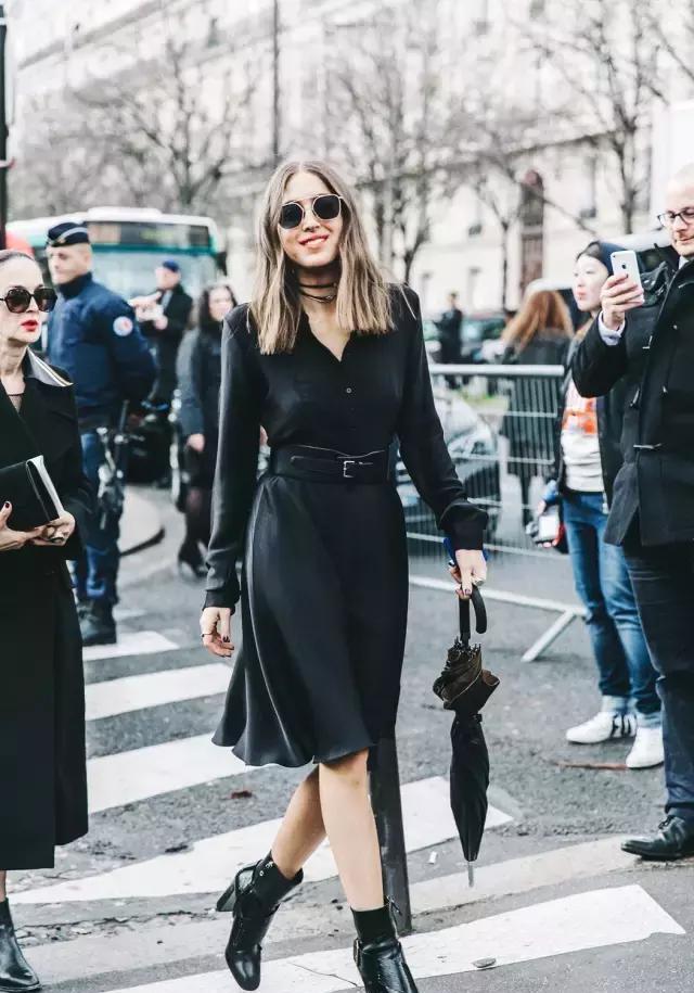 """马丁靴失宠了,现在流行的是""""漆皮靴"""",搭裙子连气质都变高级了"""