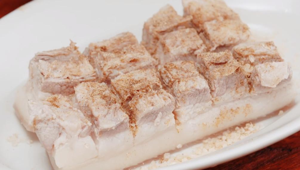 脆皮五花肉想吃不用買,自己在家做,表皮酥脆,越嚼越香,特簡單