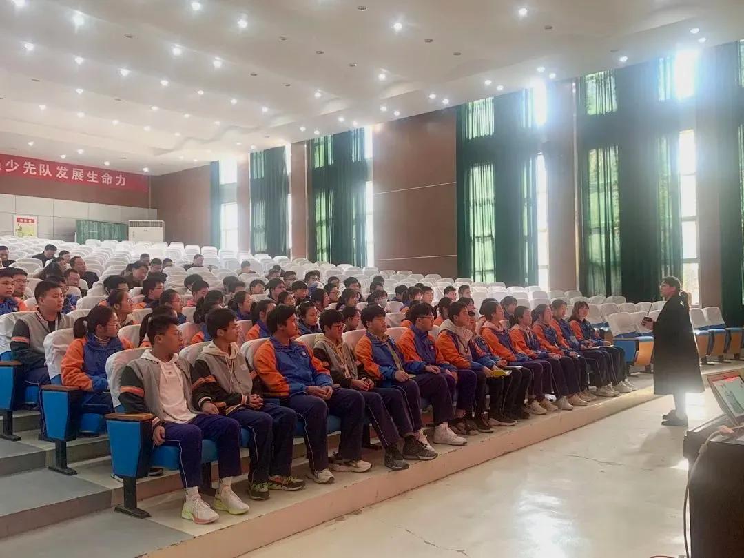 江苏阜宁县实验初级中学三月份班主任工作总结会