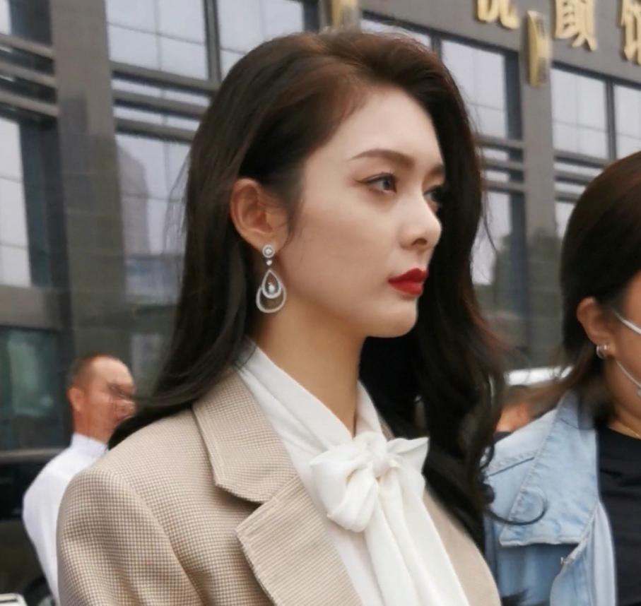 傅菁生图美貌引发热议,镜头直怼脸部,这颜值是认真的吗?