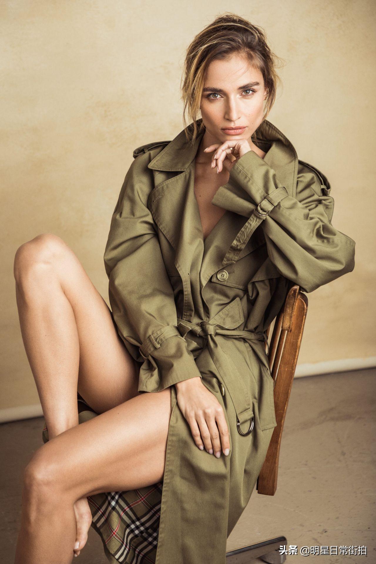 精致小脸大长腿的外国美女!女星奥德·简身穿绿色风衣拍杂志写真