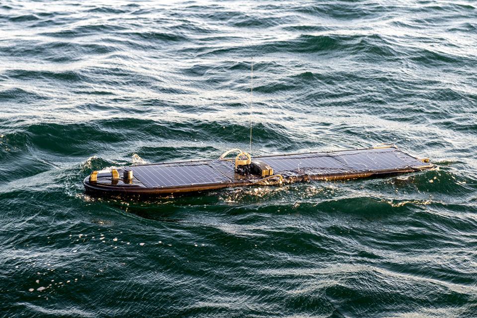 中国人捞起美军侦察无人船!波音打造的军用利器,竟跑来惹事生非