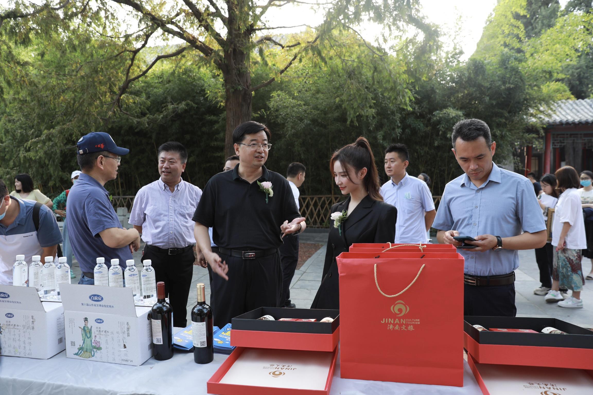 雪梨直播中国行走进千年古城带货 800万人次围观抢购山东好品
