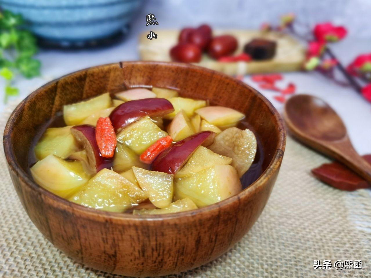 春天,把苹果和红枣一起煮,隔三差五喝几次,作用真不小 美食做法 第3张