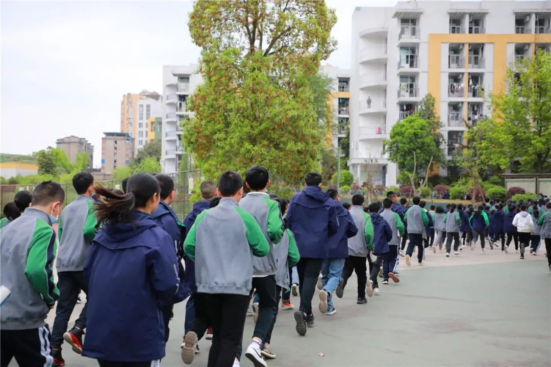 西充中学举行防震避险应急疏散演练