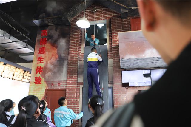 真实模拟地铁逃生,青岛这个应急体验馆有点牛