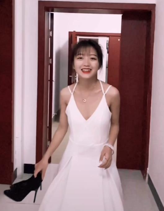变形计:神仙妹妹辍学当网红养家,获甜蜜爱情,穿婚纱美出新高度