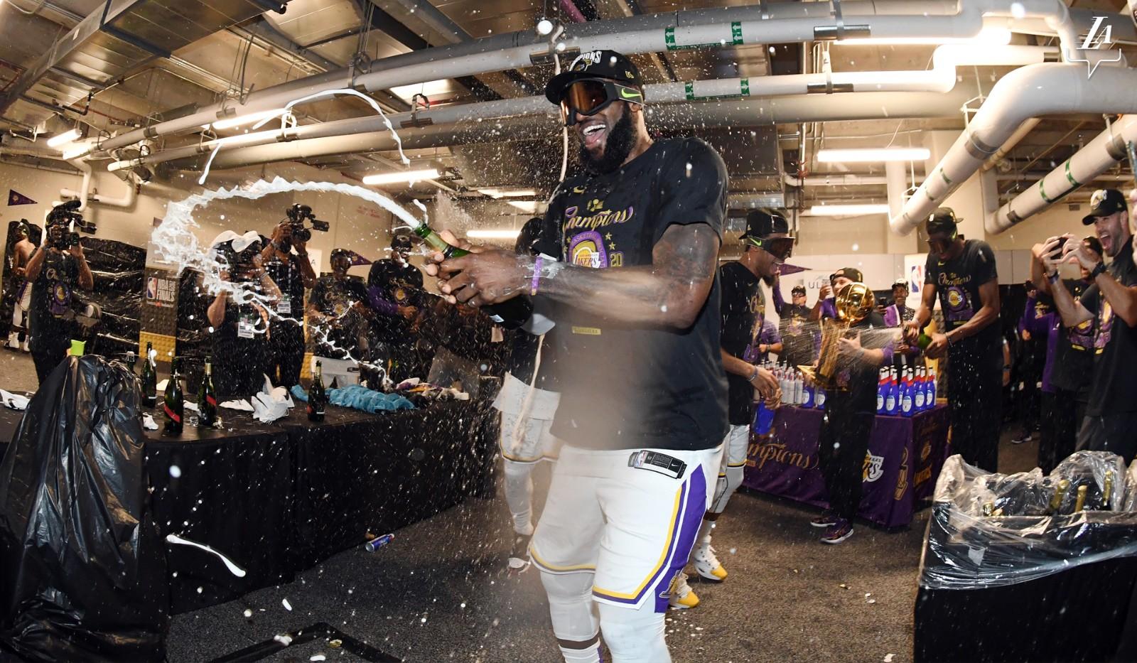 如果詹姆斯10次冠軍賽全部奪冠,他能超越喬丹嗎?美媒給出答案!-黑特籃球-NBA新聞影音圖片分享社區