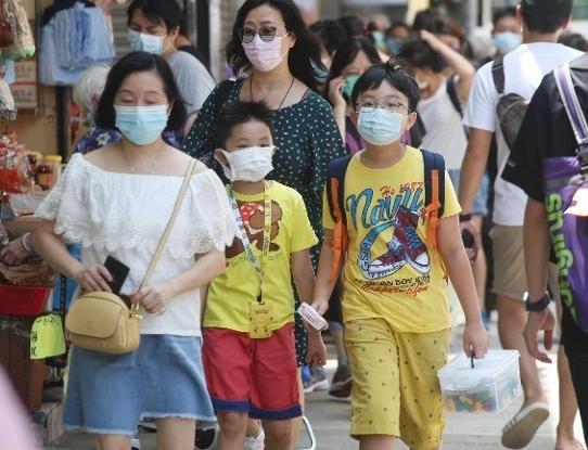 """不把生命当回事?香港""""黄医护""""抵制普检"""
